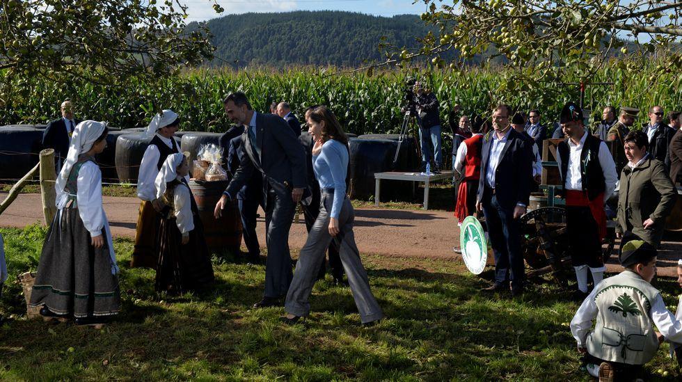 Los Reyes entregaron el Premio al Pueblo Ejemplar de Asturias, que este año ha recaído en la aldea de Poreñu, en el concejo de Villaviciosa