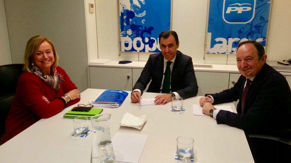 Mercedes Fernández junto a Fernando Martínez-Maíllo y Pedro Sanz.