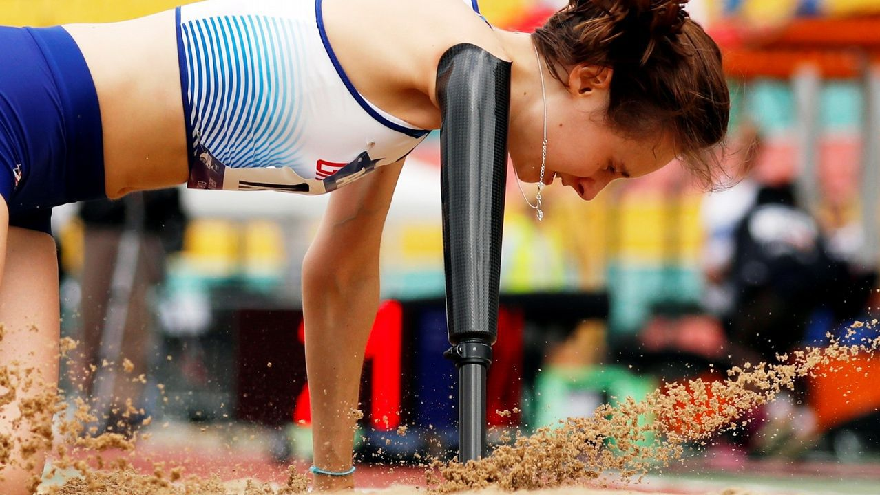 .La británica Polly Maton compite en salto de longitud T47 en el Campeonato de Europa de Atletismo Paralímpico que se disputa en Berlín.