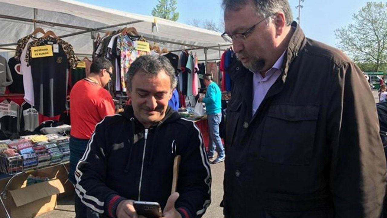 pol.El diputado nacional de Foro y candidato número 2 de la Coalición Electoral PP-FORO, Isidro Martínez Oblanca, en el rastro de Gijón