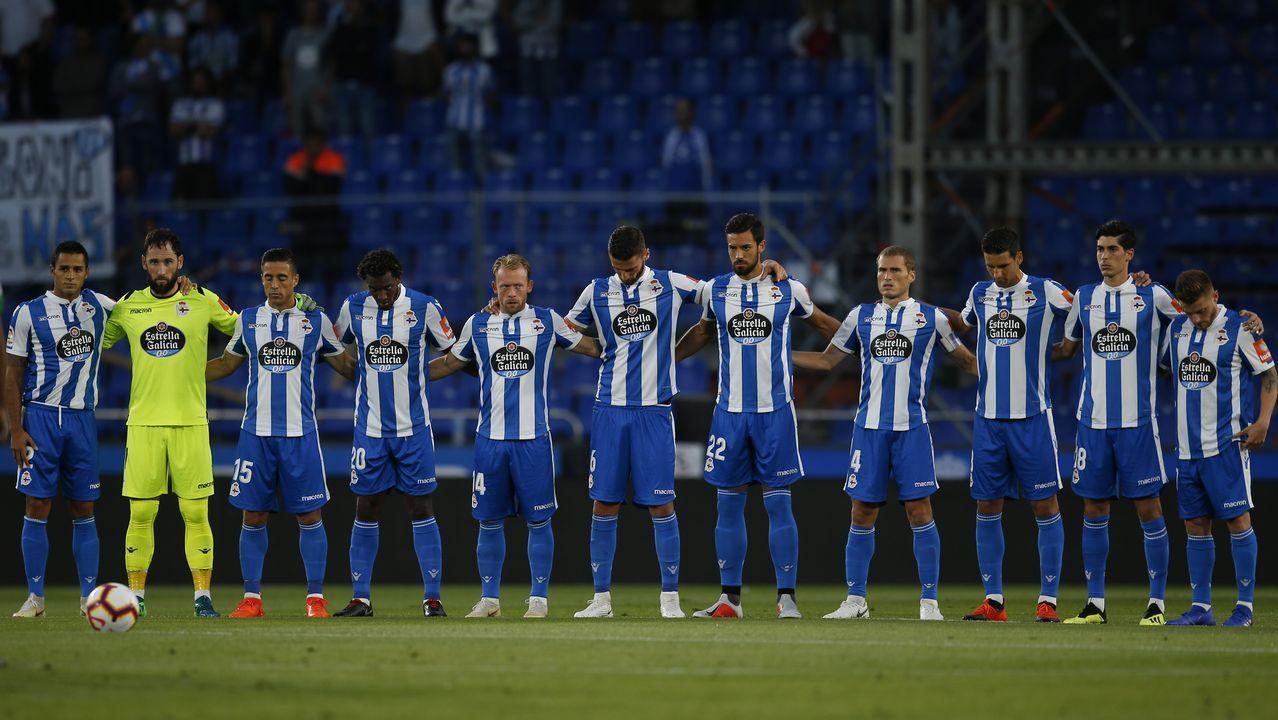 El Deportivo vuelve al trabajo pensando en Almería.Tino Fernández, en las oficinas del Deportivo en la plaza de Pontevedra