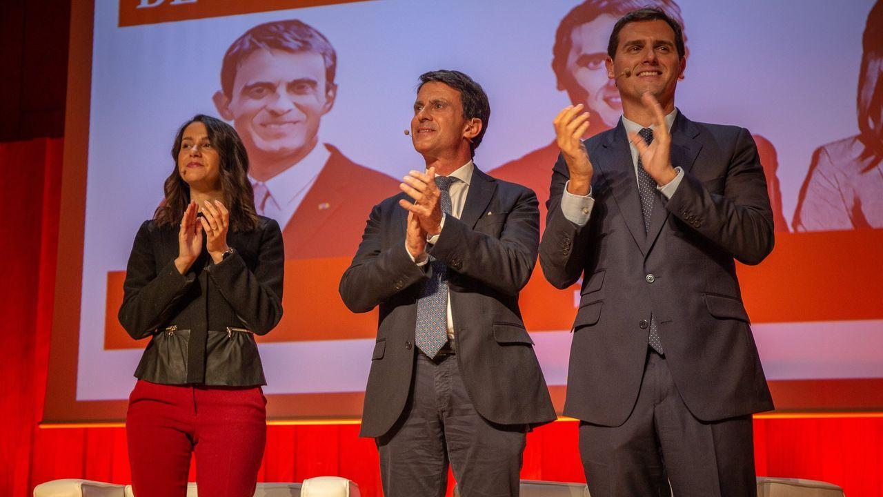El abogado de Puigdemont, Gonzalo Boye, tuvo que presentar su documentación en el registro como le ordenó una funcionaria de la Junta Electoral.Celestino Corbacho (izquierda) se presentó como independiente en la lista de Manuel Valls a los comicios locales