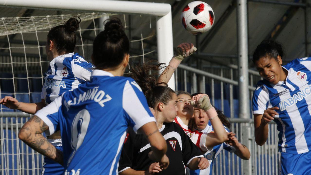 Las mejores imágenes del Deportivo Femenino - Victoria.Las azules celebran el gol de Carol González ante el Sporting