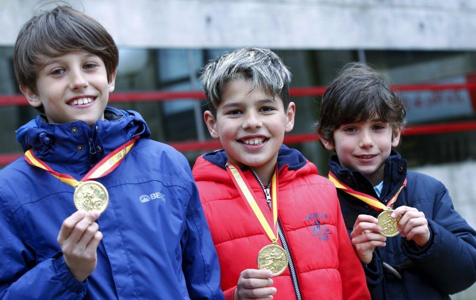 De izquierda a derecha, Jorge Oreiro, Iván Varela y Hugo Torres, con sus medallas de oro.