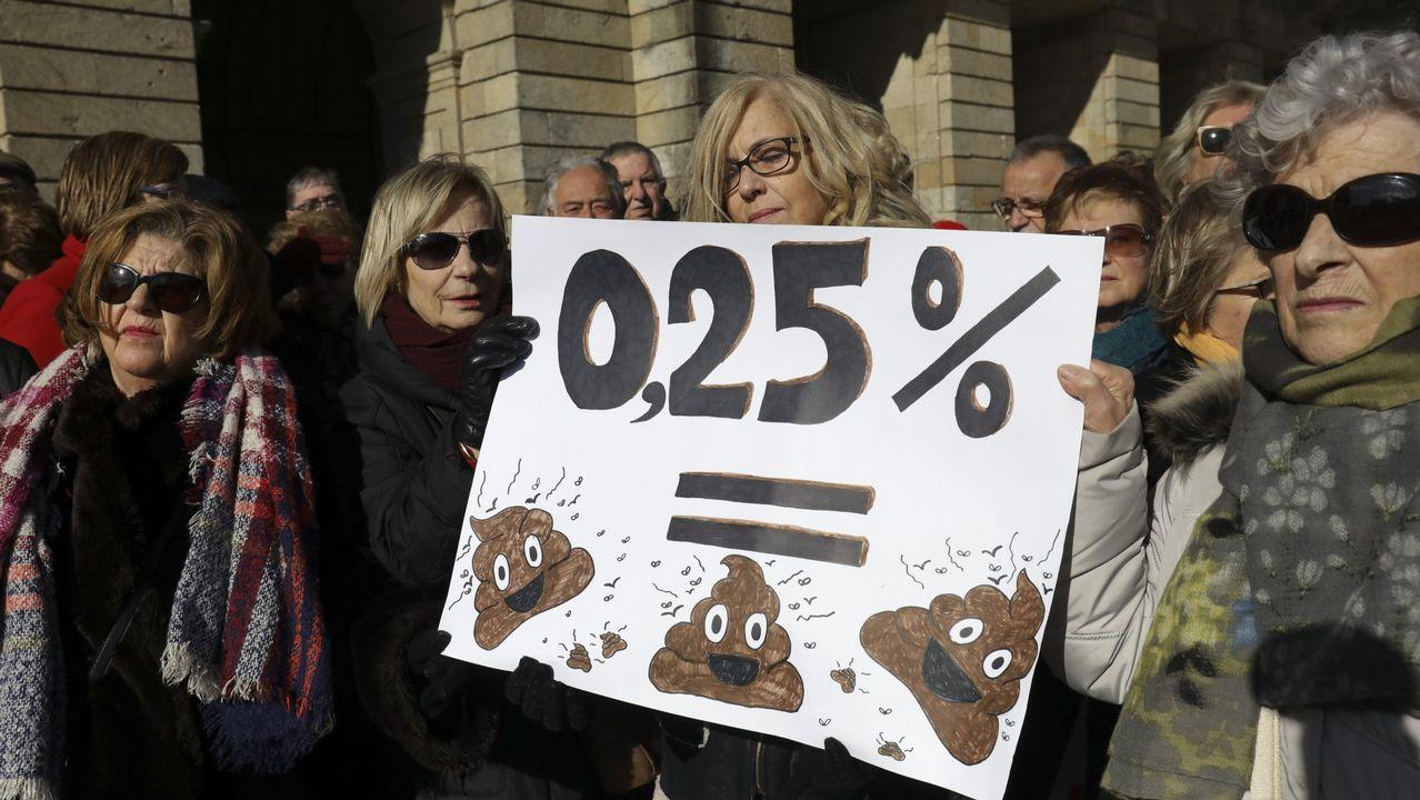 Las mujeres toman las calles de Vigo.Javier Díaz-Giménez mantiene que lo que se ha hecho hasta el momento sobre las pensiones han sido «parches»