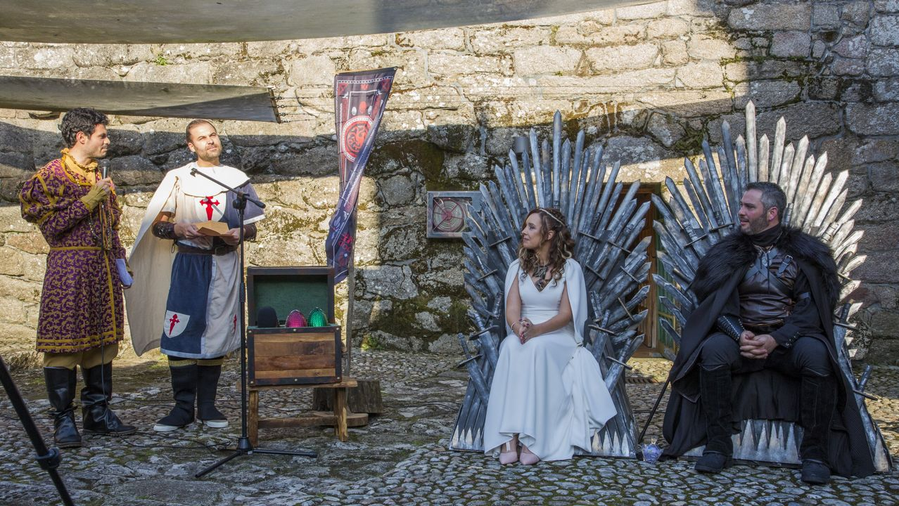 ¿Te imaginas una boda a lo Juego de Tronos? ¡Ayer se celebró una en el Castelo de Vimianzo!
