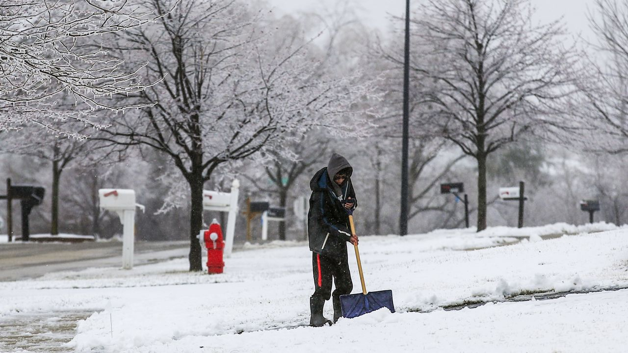 La nieve todavía se deja notar en Round Lake Heights, en Illinois