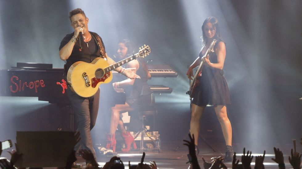Enrique Ramil canta «La gata bajo la lluvia».MELENDI, EN CONCIERTO