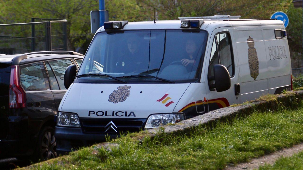 .Traslado de Arousa a Vigo de tres gallegos detenidos en la operación Terrón dulce el pasado mes de marzo
