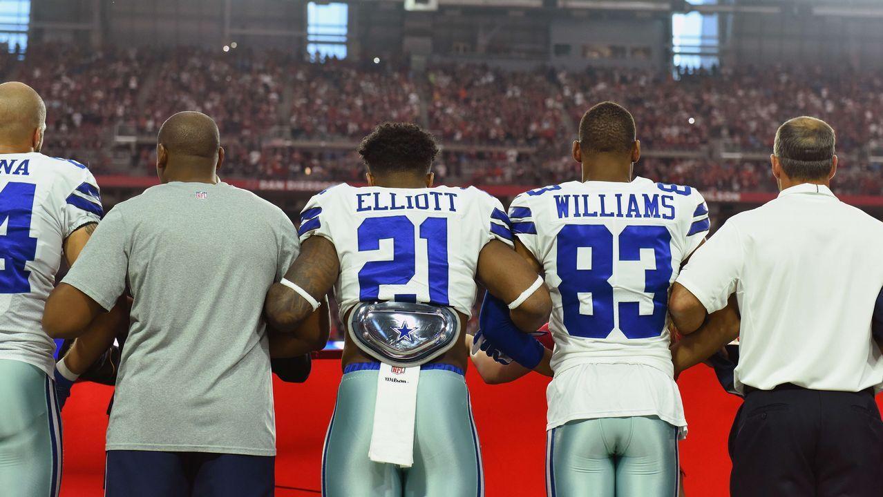 El español Villanueva, único de su equipo que siguió en pie himno el de EEUU.La protesta contra el racismo de los jugadores de los Dolphins de la NFL enfadó al presidente