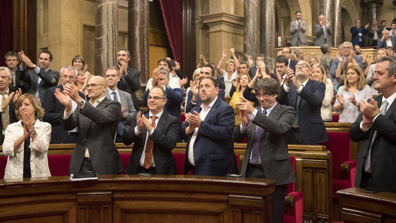 6 y 7 de septiembre.6 y 7 de septiembre. El procés soberanista. El Parlamento catalán aprueba la ley del referendo y el presidente Puigdemont convoca la consulta con fecha concreta: domingo, 1 de octubre