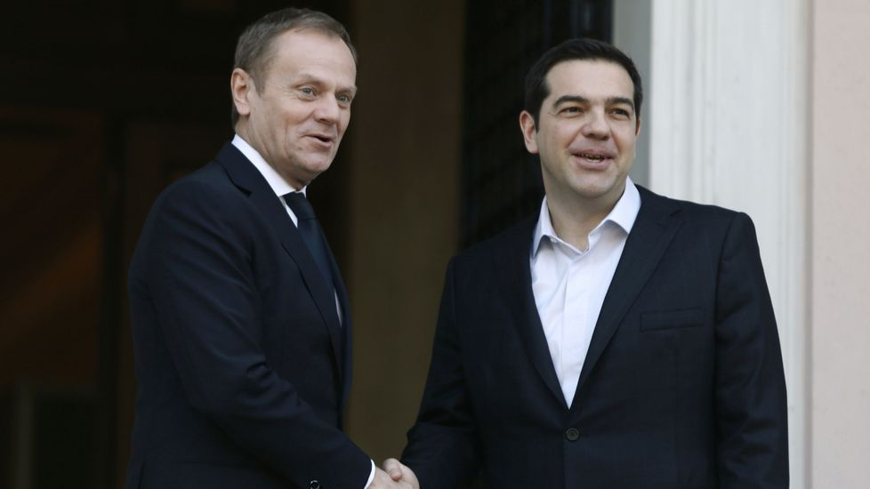 Visita de Angelina Jolie a Grecia.Tusk (izquierda) y Tsipras (derecha)