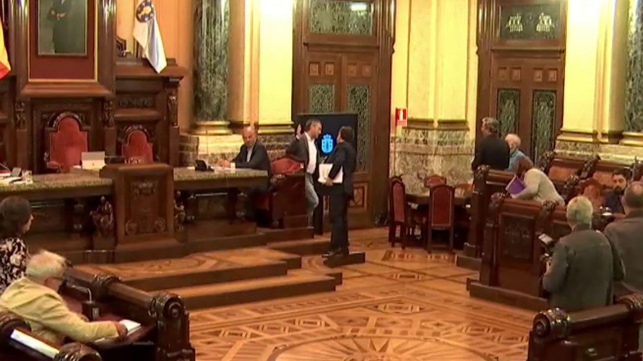 Polémica en A Coruña tras negar Xulio Ferreiro el saludo a un concejal del PSOE.Beatriz Mato