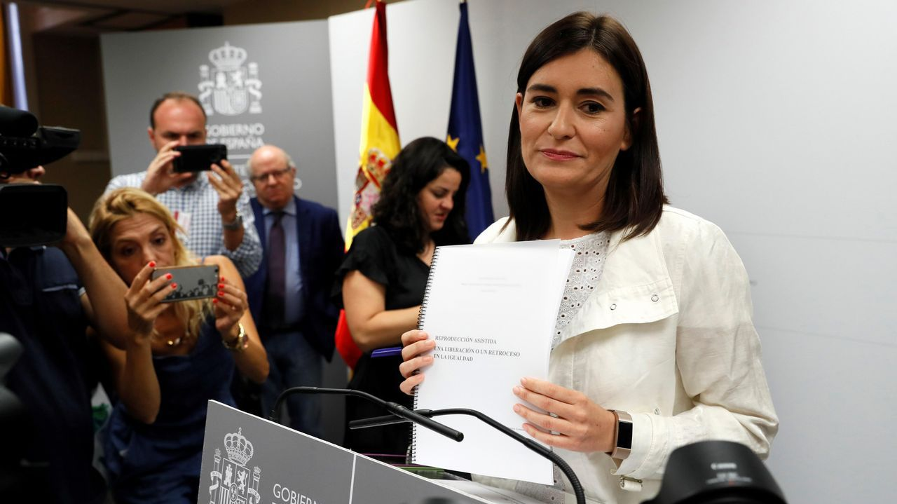 La ministra de Sanidad, Consumo y Bienestar Social, Carmen Montón, ha negado hoy irregularidades en la obtención de su máster sobre estudios de género