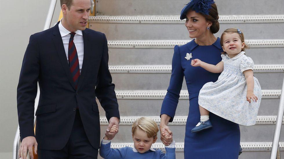 Los duques de Cambridge y sus hijos, en la misa de Navidad