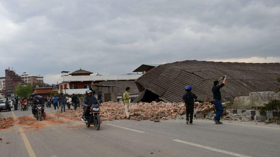 Un potente terremoto sacude Nepal