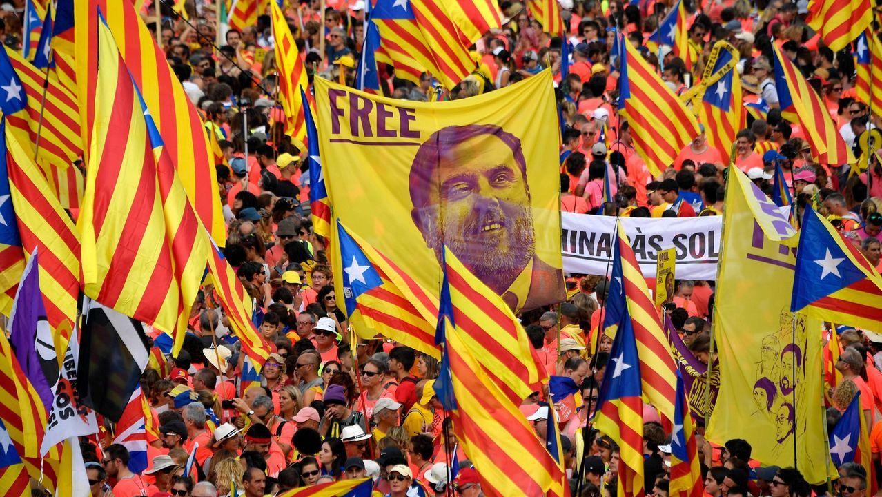 Así es el nuevo Gobierno de Feijoo.Concentración en Barcelona durante la Diada en la que se reclamó libertad para los políticos presos