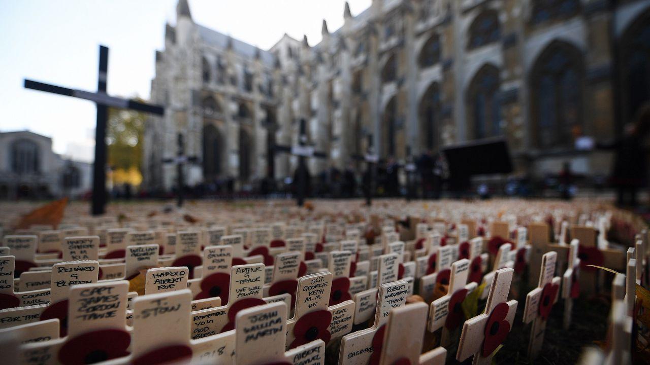 Vista de los tributos de un servicio conmemorativo en la Abadía de Westminster en Londres, con motivo del armisticio de la I Guerra Mundial que se celebrara el próximo 11 de noviembre