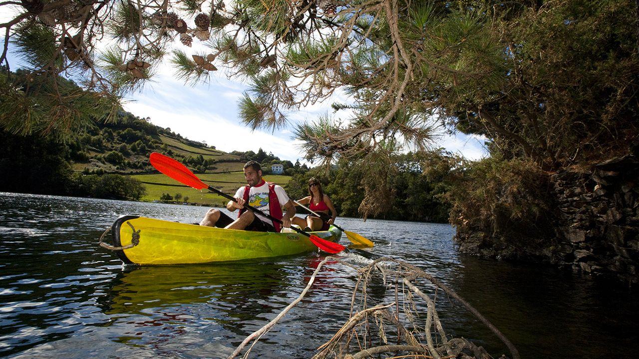 Esperpento en la Diputación de Lugo.Canoas en el occidente