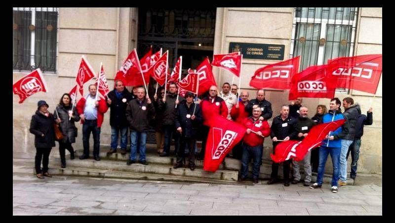 Protesta ante el Fondo de Garantía Social en Vigo.Los sindicatos se concentraron ante las sedes del Fogasa. En la imagen, la protesta coruñesa.