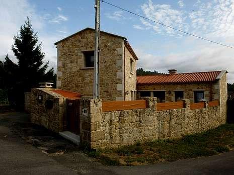 El PP contra Podemos.Casa Alicia está situada en la parroquia de Besomaño.