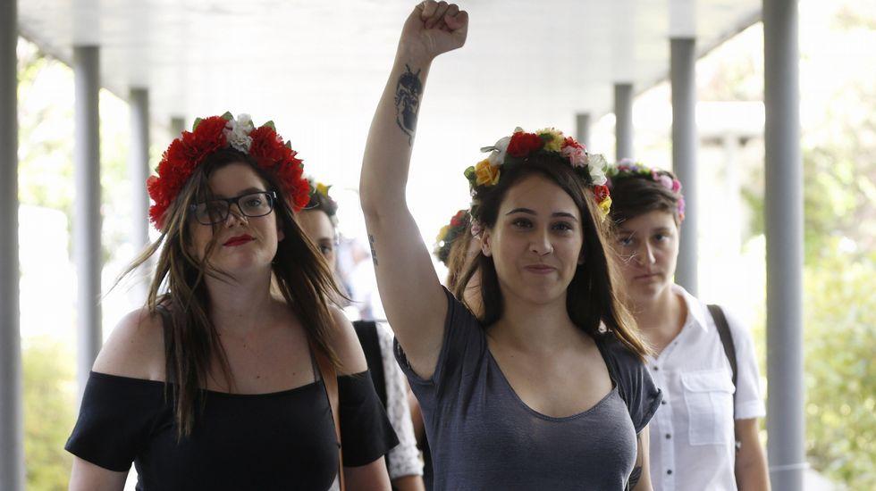 Las Femen protestan en la presentación de la figura de cera de Trump en Madrid.Acto en recuerdo de los británicos caídos en el conflicto