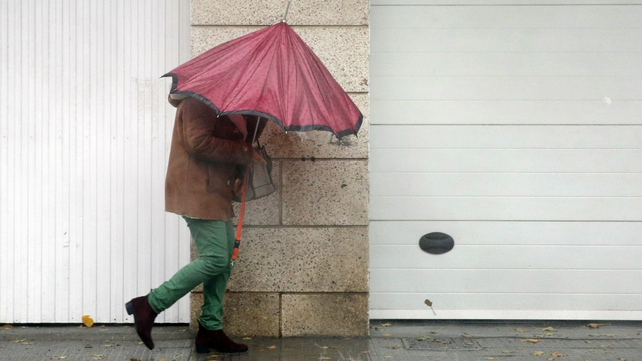 El paraguas ha sido una constante en Vilagarcía
