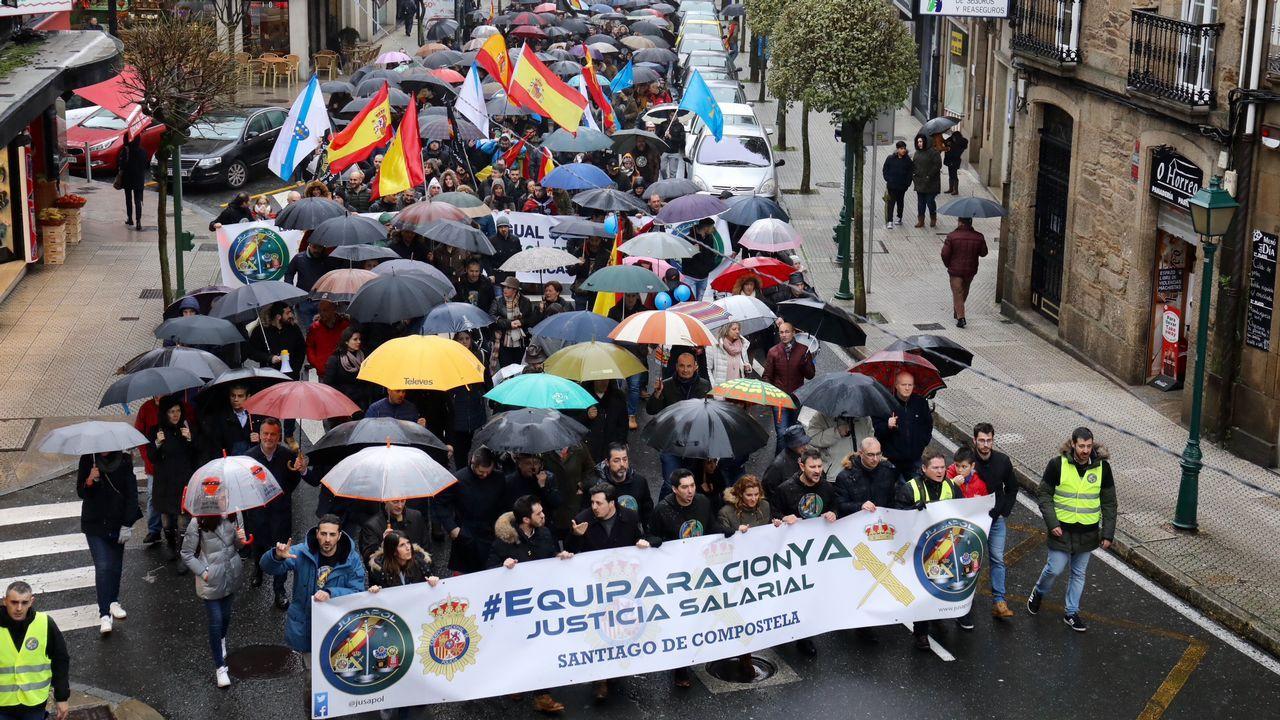 Cerca de 3.000 policías y guardias civiles piden en Santiago equiparación salarial
