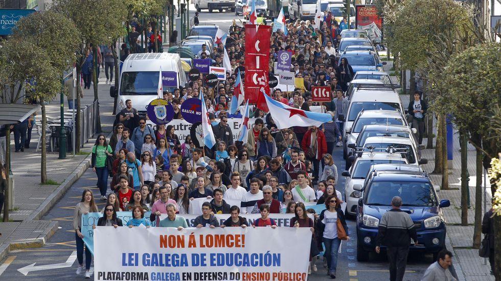 El colectivo de intérpretes de lengua de signos, en una manifestación educativa.Manifestación en Santiago
