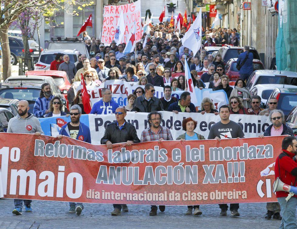 Las frases del debate.Los convocados por la CIG en su recorrido por las calles de Ferrol.