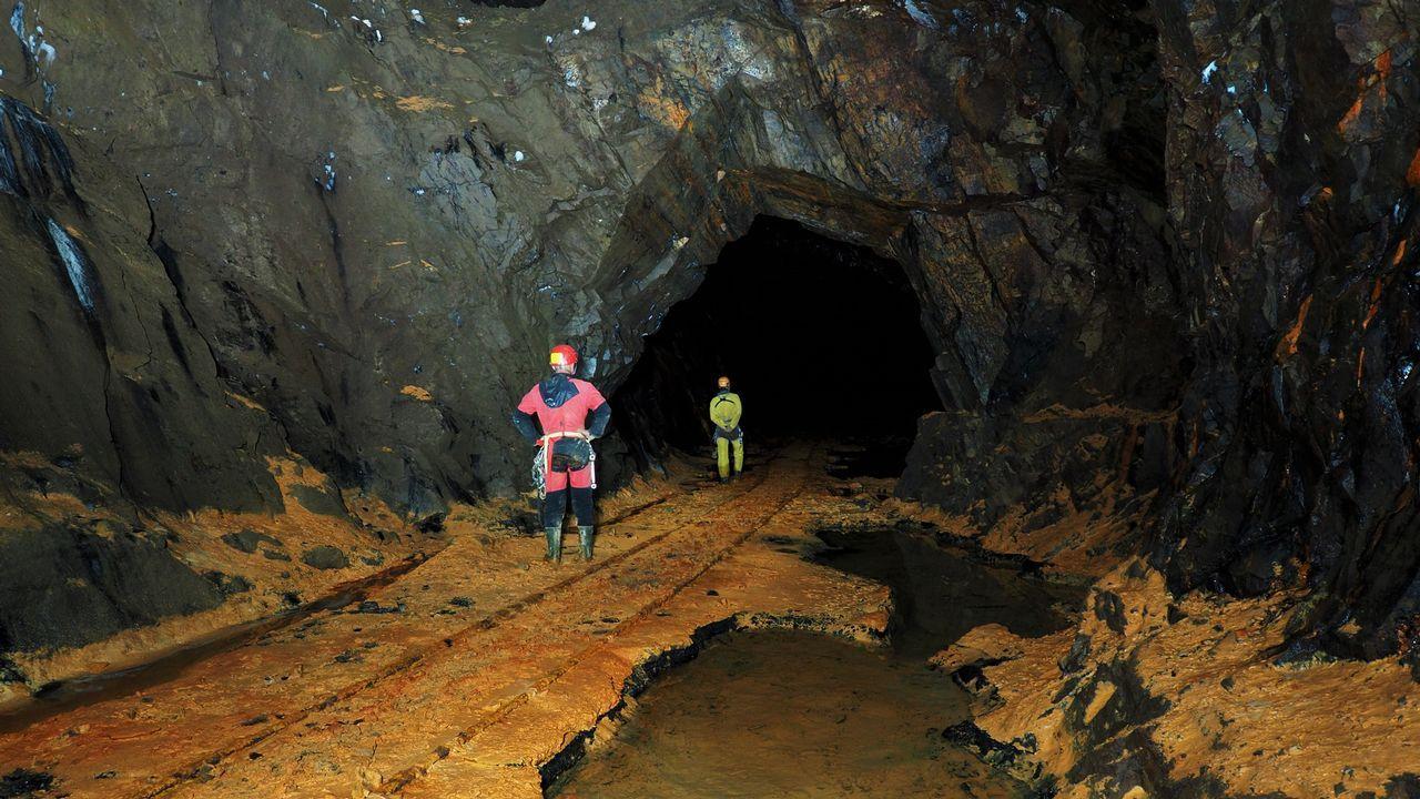 Descubrimos la antigua mina Consuelo.El puente ferroviario sobre el río Cabe, cerca de Monforte