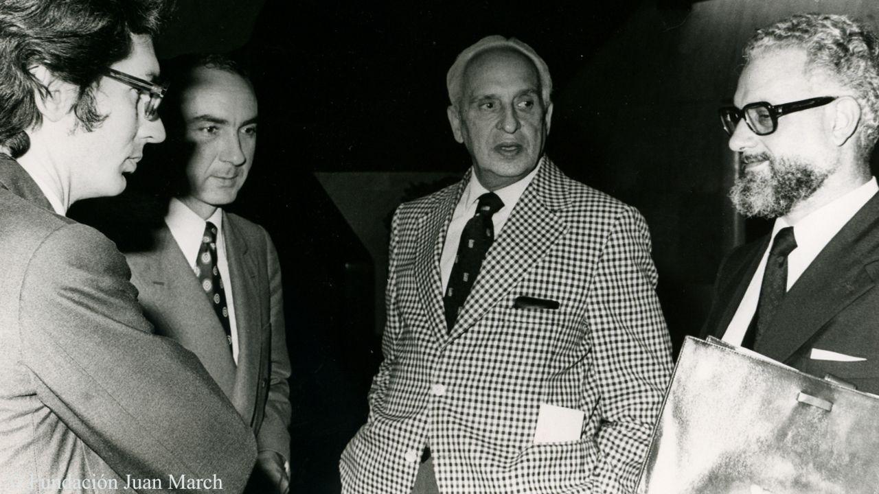Un parlamento de luto.Julio Rodríguez Villanueva, junto al profesor Severo Ochoa