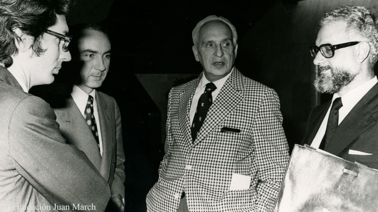 Julio Rodríguez Villanueva, junto al profesor Severo Ochoa