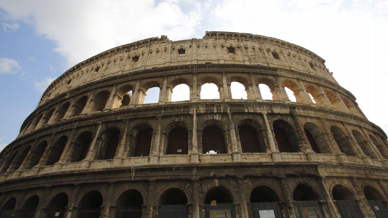 El Coliseo romano es uno de esos puntos de aglomeración turística: cada vez hay más ofertas de pases «sin colas»