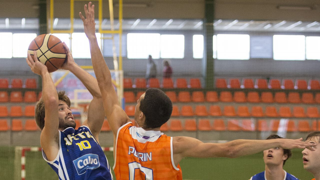 ¡Mira las imágenes del Calvo Artai-Básquet Coruña!