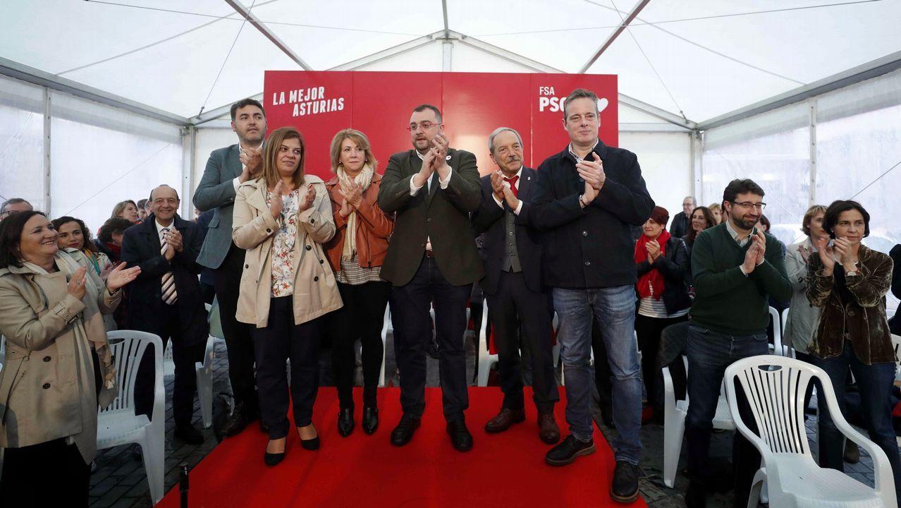 El PSOE inicia su campaña en el corazón de Oviedo.Nadia Calviño, Wenceslao López y Jonás Fernández en Santa María del Naranco