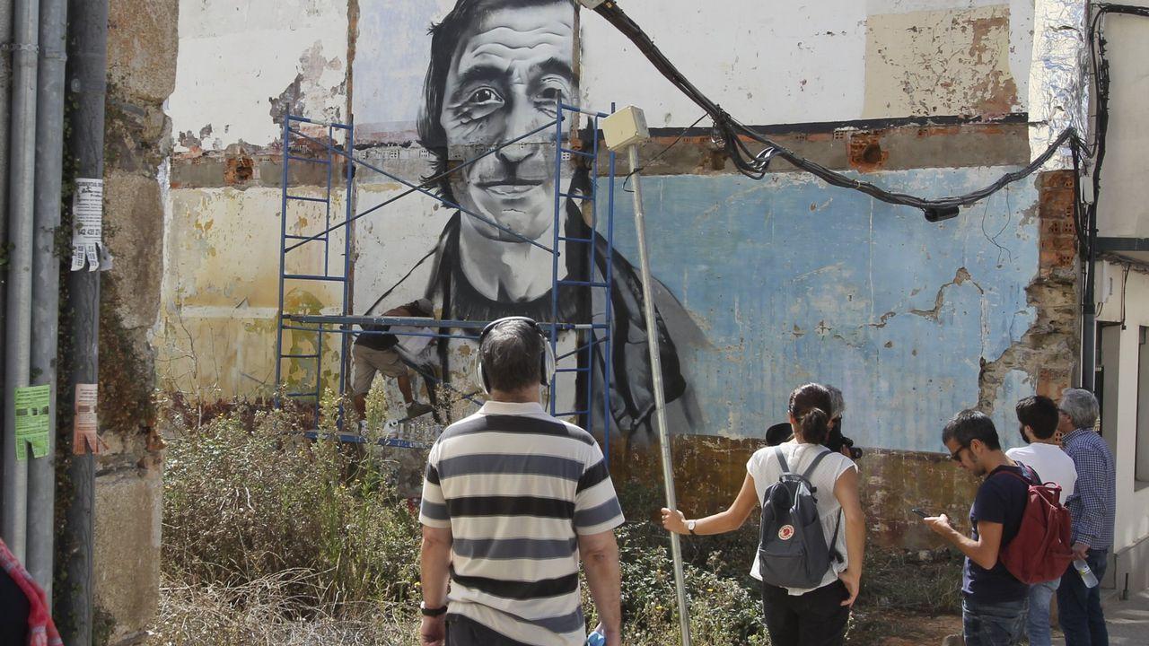 La parcela del grafiti de Luis «O Fojeteiro» es una de las que los vecinos quieren limpiar.