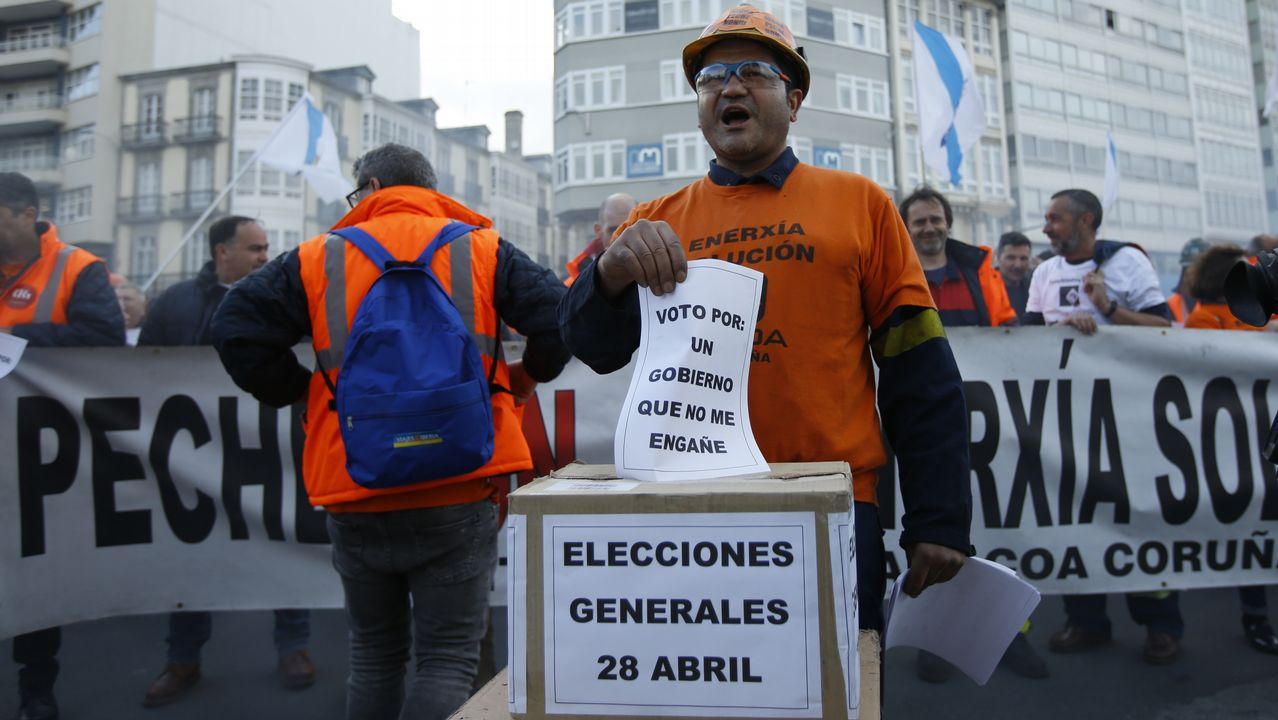 Podemos se vuelca con Alcoa y Arcelor.Los trabajadores de Alcoa en A Coruña se manifestaron el día que el estatuto quedó aparcado