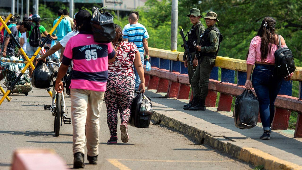 Cientos de venezolanos cruzan a diario la frontera con Colombia en busca de comida y medicinas o con la intención de emigrar para lograr recursos para enviar a los que se quedan en el país