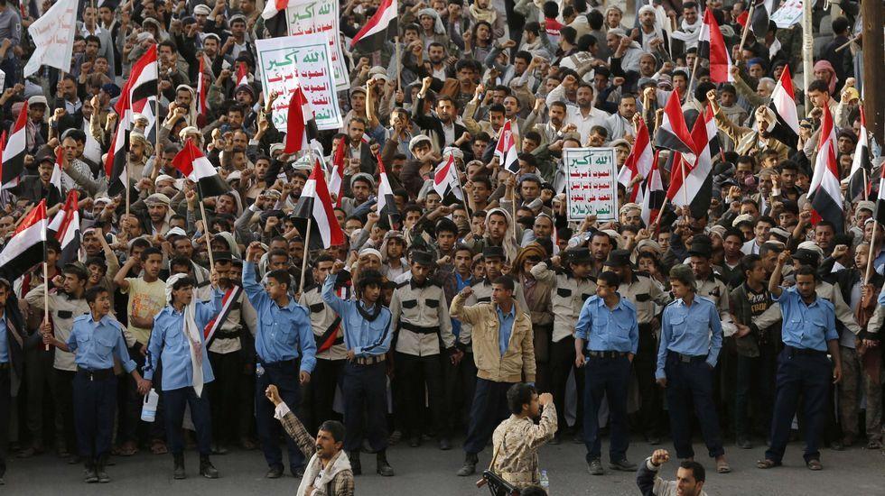 Los hutíes convocaron una manifestación multitudinaria en la capital yemení, Saná, para condenar los ataques.