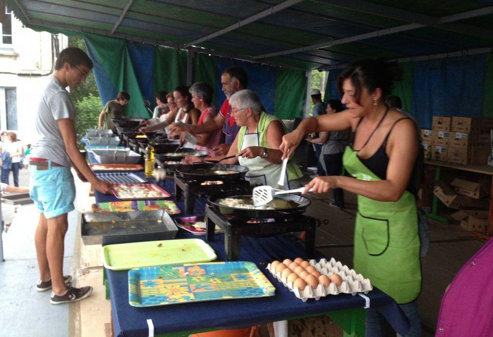 Unos 6.000 huevos se freirán mañana, viernes, en Cervo con motivo de la décima fiesta gastronómica.