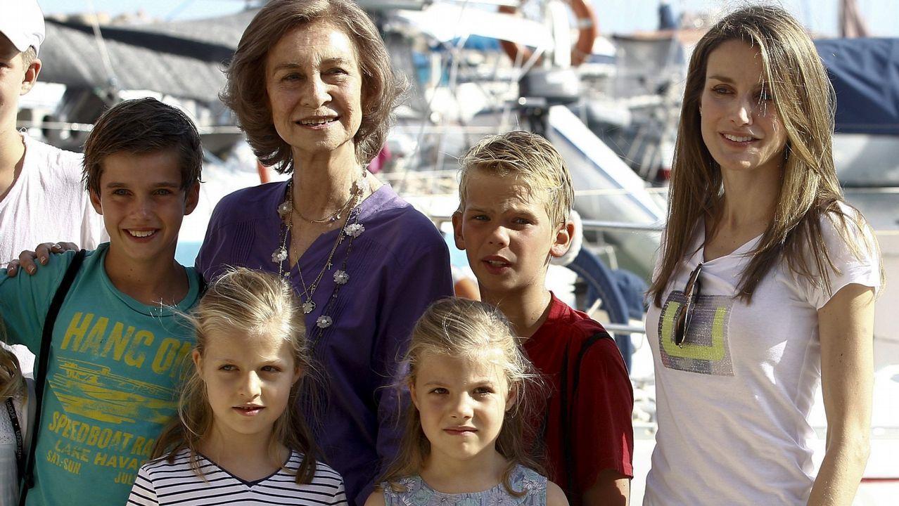 .La Reina Sofía y varios de sus nietos en verano de 2013