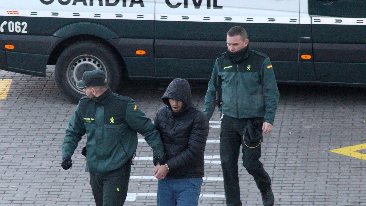 El detenido declaró ayer en los juzgados de Betanzos, tras entregarse a la Guardia Civil