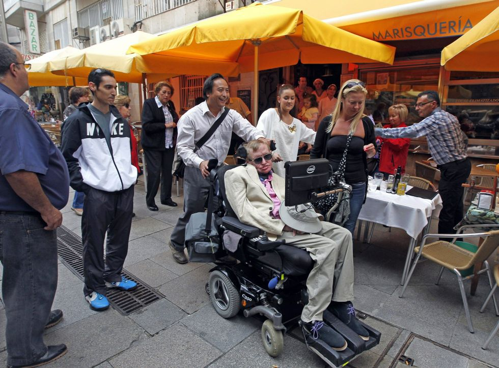 Stephen Hawking llegó a Vigo a bordo del crucero Independence of the Seas.