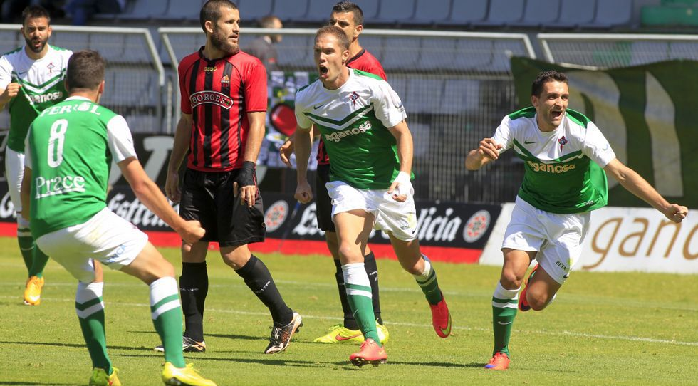 Joselu, Dani, Nano y Churre celebran el 1-0 que marcó el media punta coruñés en A Malata ante el Reus, un tanto que puede ser decisivo para la clasificación.