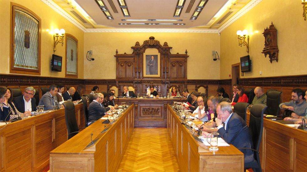 La Junta General acoge la capilla ardiente de Areces.Pleno del ayuntamiento de Gijón