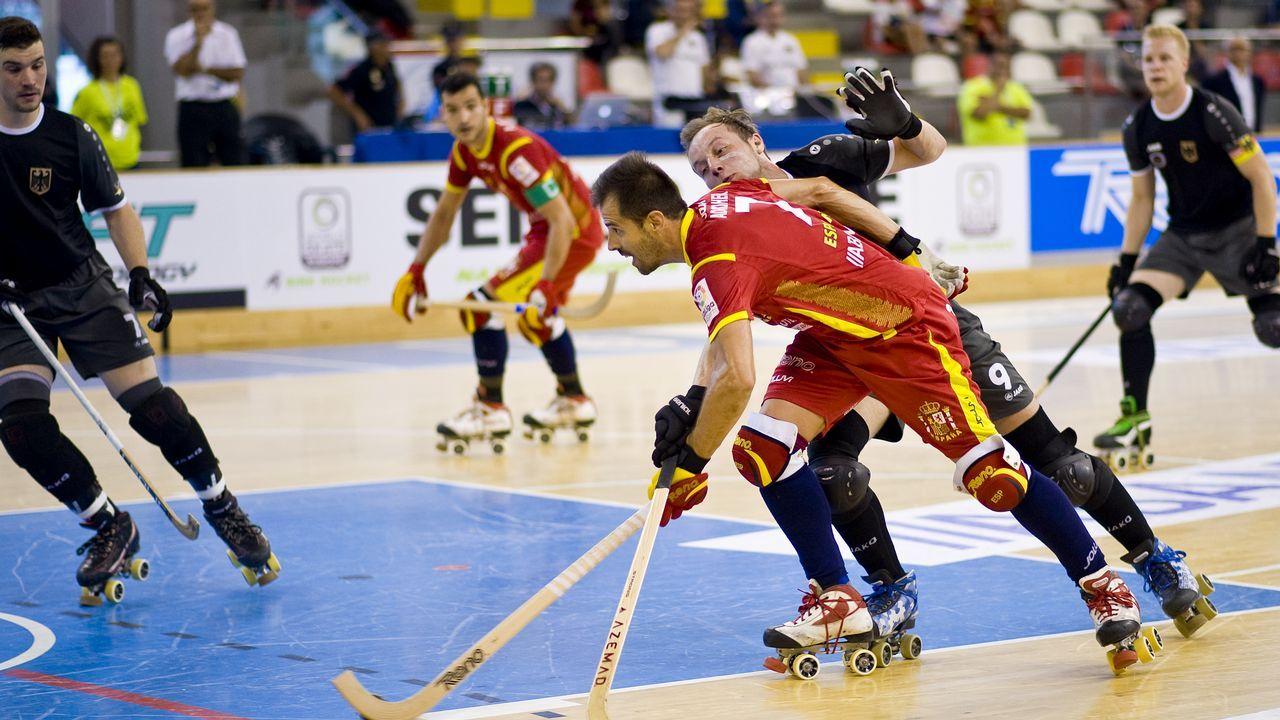 Las jugadoras del CRAT, en el campo universitario de Elviña.Liceo hockey