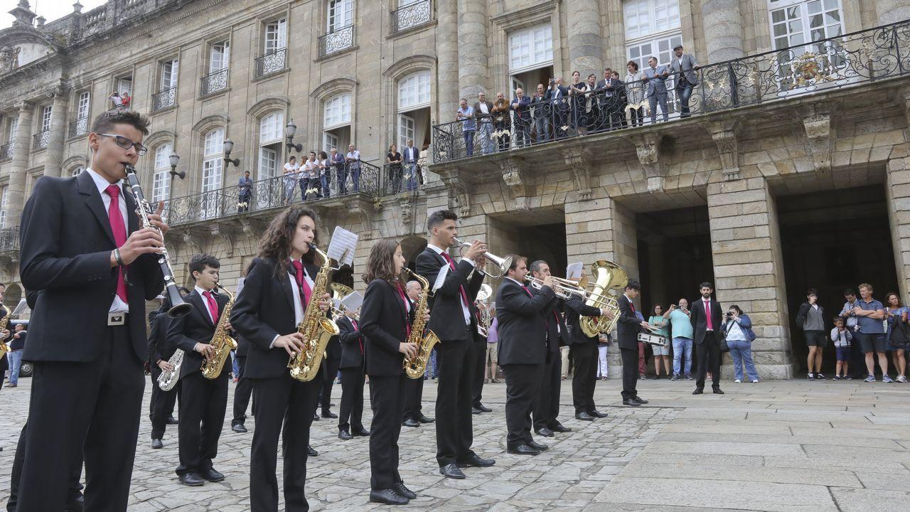 «Olés» al cuestionado duende de Rosalía en Compostela
