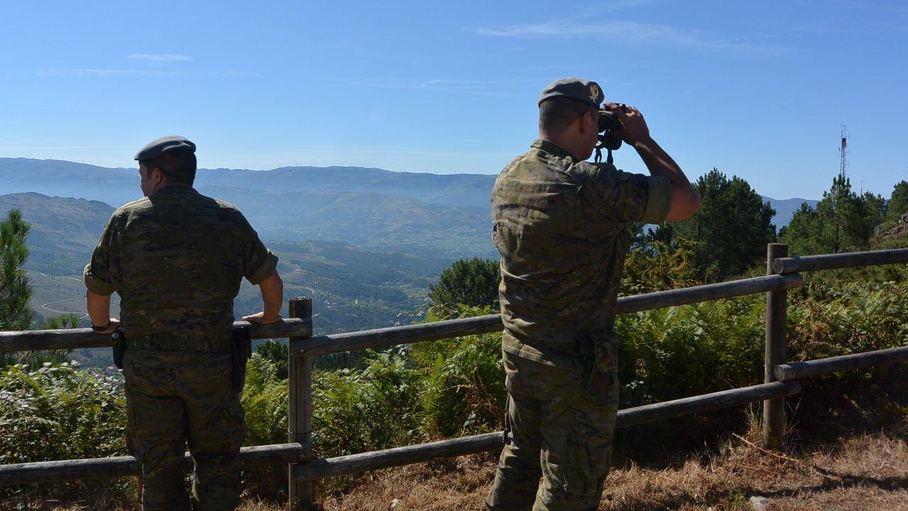 Más de un centenar de militares velan diariamente por el monte
