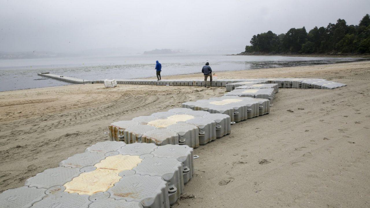 Instalan en Lorbé la cuarta generación de bateas de polietileno.El CEIP de Sada, en la foto, en una obra en el 2010